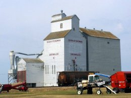 A photo of the old Elevator in Brownlee.